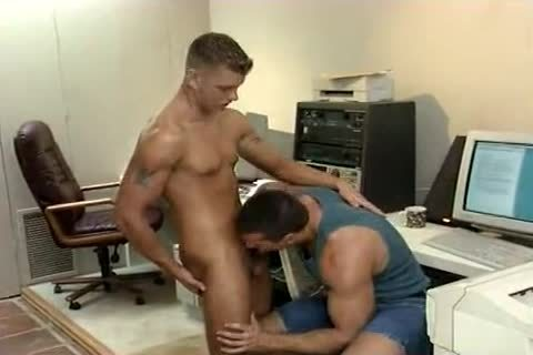 Cthis chabating on his twinkfriend with a hawt blonde