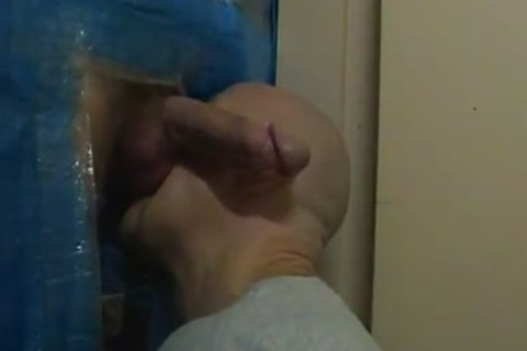 me gloryhole sucking ...noisy end from the guy when he cums