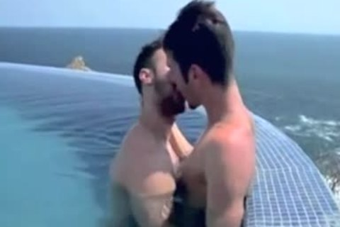 lovers On Vacation In Paradise