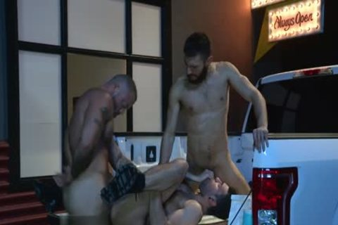 Muscle Bear three-some With Facial cum