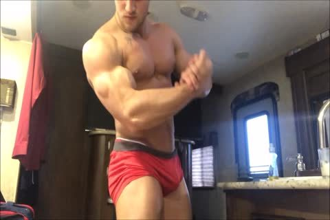 young ballsy Bodybuilder Acts Exactly Like I Do