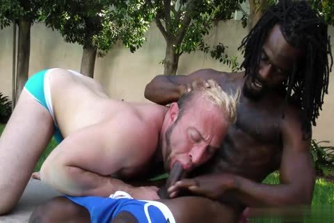 Bubble ass pounded By A black penis