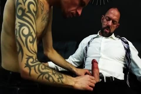 Muscle Daddy Vic Rocco bangs Robert Rexton