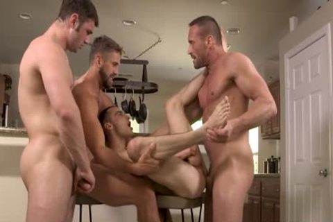 Myles Landon, Wesley Woods, Michael Bolton & Joe Ex pounding in nature's garb