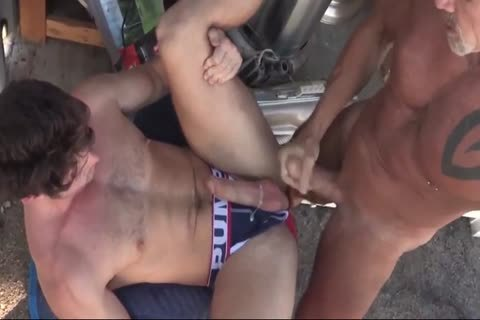 GayRoom Creeper Wakes Up Roommate With Uncut 10-Pounder