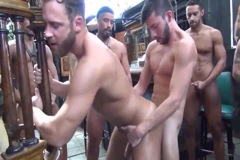 LOGAN MOORE group-sex PARTE 2