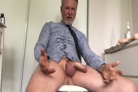Daddy Cuming With large sextoy Inside