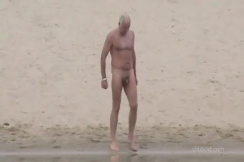 Spy daddy men And Grandpas Swimming undressed