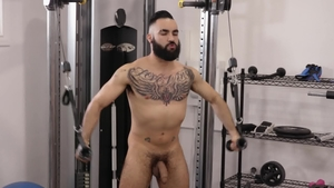 IconMale.com: Latin Zaddy sucking dick in the gym